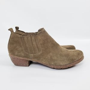 Clarks Suade Leather Cushioned Western Booties